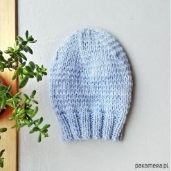 Błękitna wełniana czapka. Niebieskie czapki zimowe damskie Pakamera, z wełny. Za 111,00 zł.