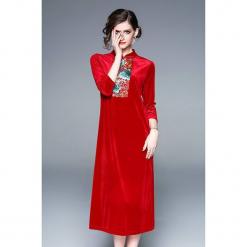 Sukienka w kolorze czerwonym. Czerwone sukienki na komunię marki Zeraco, z dekoltem na plecach, midi, proste. W wyprzedaży za 339,95 zł.