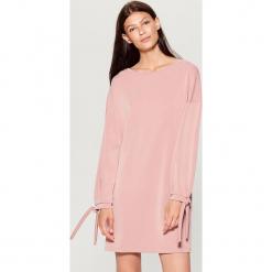 Dzianinowa sukienka oversize - Różowy. Różowe sukienki dzianinowe marki numoco, l, z dekoltem w łódkę, oversize. W wyprzedaży za 79,99 zł.