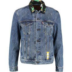 Levi's® THE TRUCKER Kurtka jeansowa blue denim. Niebieskie kurtki męskie jeansowe Levi's®, m. Za 469,00 zł.