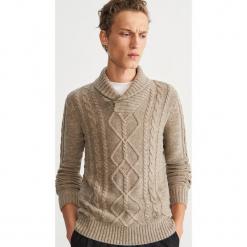 Sweter z domieszką wełny - Beżowy. Brązowe swetry klasyczne męskie marki Reserved, l, z wełny. Za 159,99 zł.