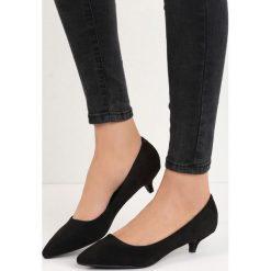 Czarne Czółenka Ducky Duck. Czarne buty ślubne damskie marki Born2be, ze szpiczastym noskiem, na obcasie. Za 34,99 zł.