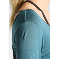 PrAna SASHA  Bluzka z długim rękawem deep balsam. Zielone bluzki damskie PrAna, m, z elastanu, z długim rękawem. W wyprzedaży za 208,45 zł.