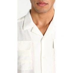 Uniforms for the Dedicated SAFARI Koszula off white. Białe koszule męskie marki Uniforms for the Dedicated, m, z bawełny. W wyprzedaży za 345,95 zł.