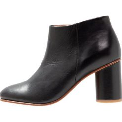 Another project Ankle boot black. Czarne botki damskie skórzane another project. Za 839,00 zł.