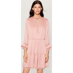 Satynowa sukienka z koronką - Różowy. Różowe sukienki koronkowe marki numoco, l, z dekoltem w łódkę, oversize. Za 149,99 zł.