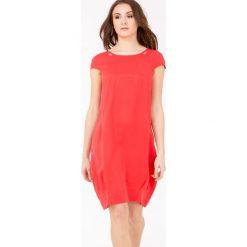 Sukienki: Prosta sukienka z biżuteryjnymi wstawkami