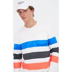 Bluza z jaskrawymi pasami Pacific Republic. Białe bluzy męskie rozpinane Pull&Bear, m. Za 69,90 zł.