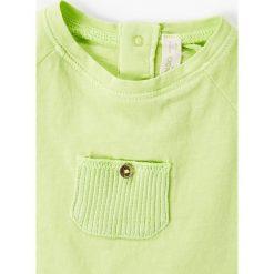 Mango Kids - Top dziecięcy Green 62-80 cm. Zielone bluzki dziewczęce Mango Kids, z aplikacjami, z bawełny, z okrągłym kołnierzem, z krótkim rękawem. W wyprzedaży za 12,90 zł.