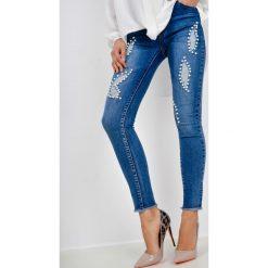 Jeansy damskie: Jeansy skinny fit z perełkami