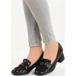 Czarne Czółenka Ian. Czarne buty ślubne damskie Born2be, ze skóry, na niskim obcasie, na słupku. Za 69,99 zł.
