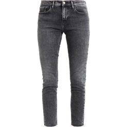 Calvin Klein Jeans MID RISE SKINNY ANKLE Jeans Skinny Fit j division black str. Czarne jeansy damskie marki Calvin Klein Jeans. W wyprzedaży za 419,30 zł.