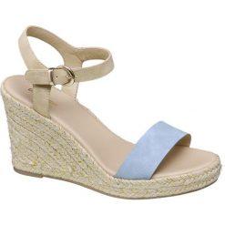 Sandały na koturnie Graceland niebieskie. Czarne sandały damskie marki Graceland, w kolorowe wzory, z materiału. Za 79,90 zł.