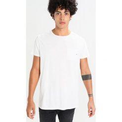 T-shirty męskie: Scotch & Soda POCKET TEE IN SEASONAL Tshirt basic denim white