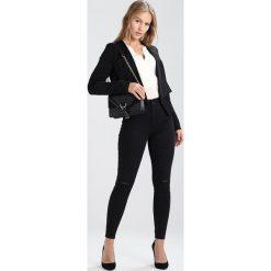 Bluzki asymetryczne: Vero Moda Petite VMELLA V NECK Bluzka white
