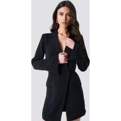 NA-KD Classic Asymetryczna sukienka o kroju marynarki - Black. Czarne sukienki na komunię NA-KD Classic, z poliesteru. Za 242,95 zł.