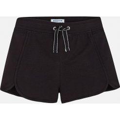 Mayoral - Szorty dziecięce 129-167 cm. Czarne spodenki dziewczęce marki Mayoral, w paski, z bawełny, casualowe. Za 64,90 zł.
