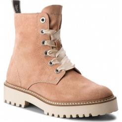 Trapery MARC O'POLO - 801 14446301 102 Apricot 271. Czerwone buty zimowe damskie Marc O'Polo, ze skóry. W wyprzedaży za 459,00 zł.