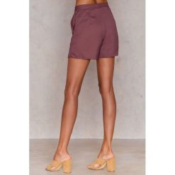 NA-KD Boho Szorty z wysokim stanem - Purple. Niebieskie szorty damskie marki NA-KD Boho, na imprezę, w koronkowe wzory, z koronki, boho, na ramiączkach, mini. Za 121,95 zł.