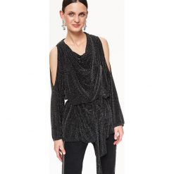 BŁYSZCZĄCA BLUZKA Z ROZCIĘCIEM NA RAMIONACH ORAZ PASKIEM. Czarne bluzki wizytowe Top Secret, eleganckie. Za 139,99 zł.