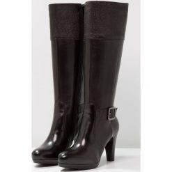 Tamaris Kozaki na obcasie black. Czarne buty zimowe damskie marki Kazar, z futra, przed kolano, na wysokim obcasie, na koturnie. W wyprzedaży za 383,20 zł.