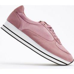 Sportowe buty na grubej podeszwie - Różowy. Niebieskie buty sportowe damskie marki DOMYOS, z materiału, małe. Za 299,99 zł.