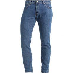 Wrangler LARSTON Jeansy Slim Fit midstone. Szare jeansy męskie relaxed fit marki Wrangler, l, z poliesteru, z kapturem. Za 319,00 zł.
