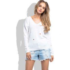 Swetry damskie: Biały Klasyczny Sweter z Dekoltem w Szpic z Dziurami