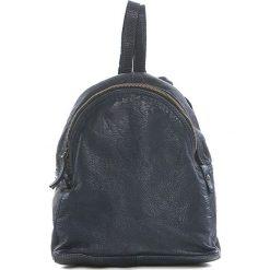 Plecaki damskie: Skórzany plecak w kolorze niebieskim – 25 x 29 x 13 cm