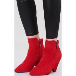 Czerwone Botki The Tone. Czerwone botki damskie na obcasie marki vices, na jesień, z materiału, ze szpiczastym noskiem, na wysokim obcasie, na zamek. Za 119,99 zł.