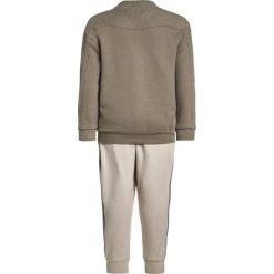 Adidas Originals Bluza rozpinana tracar/clear brown. Zielone bluzy dziewczęce rozpinane adidas Originals, z bawełny. Za 269,00 zł.