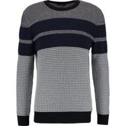 Calvin Klein SATINO Sweter grey. Pomarańczowe kardigany męskie marki Calvin Klein, l, z bawełny, z okrągłym kołnierzem. W wyprzedaży za 359,40 zł.