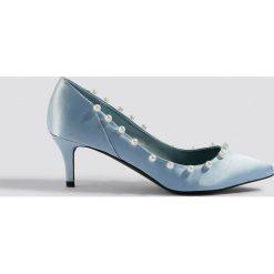 NA-KD Shoes Czółenka z perłami - Blue. Niebieskie buty ślubne damskie NA-KD Shoes, z satyny. Za 121,95 zł.