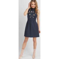 Sukienki: Rozkloszowana sukienka z kwiatami