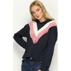 Bluzy damskie: Granatowa Bluza Double V
