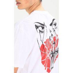 T-shirty męskie z nadrukiem: AllSaints WORSHIP SWITCH CREW Tshirt z nadrukiem optic white