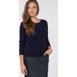 Swetry klasyczne damskie: Sweter z kokardką