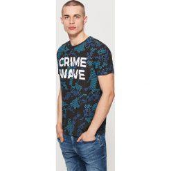 T-shirt z napisem - Niebieski. Czarne t-shirty męskie marki KIPSTA, z poliesteru, do piłki nożnej. Za 49,99 zł.