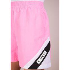 Agolde FLO SHORT Szorty pink. Czerwone szorty damskie Agolde, z materiału. W wyprzedaży za 431,55 zł.