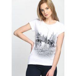 Bluzki damskie: Biały T-shirt Must Get Out