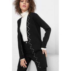 Kardigan z metalowymi kołami. Czarne kardigany damskie marki Orsay, xs, z bawełny, z dekoltem na plecach. Za 139,99 zł.