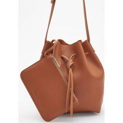 Torebka typu worek - Pomarańczo. Brązowe torebki worki Reserved. Za 99,99 zł.