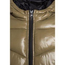 Sisley Kurtka zimowa khaki. Czarne kurtki chłopięce zimowe marki Sisley, l. W wyprzedaży za 125,40 zł.
