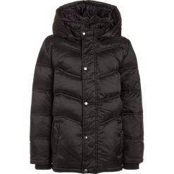 Name it NITMOHIL CAMP Kurtka puchowa black. Czarne kurtki chłopięce zimowe Name it, z materiału. W wyprzedaży za 175,20 zł.