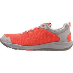 Jack Wolfskin PORTLAND CRUISE LOW Obuwie hikingowe hot coral. Pomarańczowe buty trekkingowe damskie Jack Wolfskin, z materiału, outdoorowe. Za 359,00 zł.