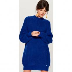 Dzianinowa sukienka oversize - Niebieski. Niebieskie sukienki dzianinowe marki Mohito, l, oversize. W wyprzedaży za 79,99 zł.