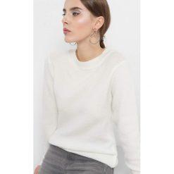 Puszysty sweter. Brązowe swetry klasyczne damskie Orsay, s, z dzianiny, z okrągłym kołnierzem. Za 79,99 zł.