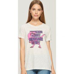 T-shirt z dinozaurem - Jasny szar. Szare t-shirty damskie marki Sinsay, l. W wyprzedaży za 19,99 zł.