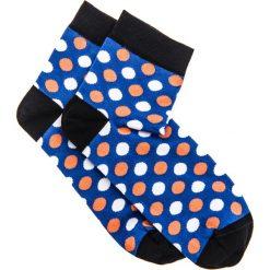 SKARPETY MĘSKIE WE WZORY U09 - NIEBIESKIE. Niebieskie skarpetki męskie Ombre Clothing, w kropki, z bawełny. Za 7,99 zł.