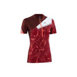 Koszulka do biegania krótki rękaw Perf Trail damska. Czerwone t-shirty damskie marki KALENJI, z elastanu. Za 79,99 zł.